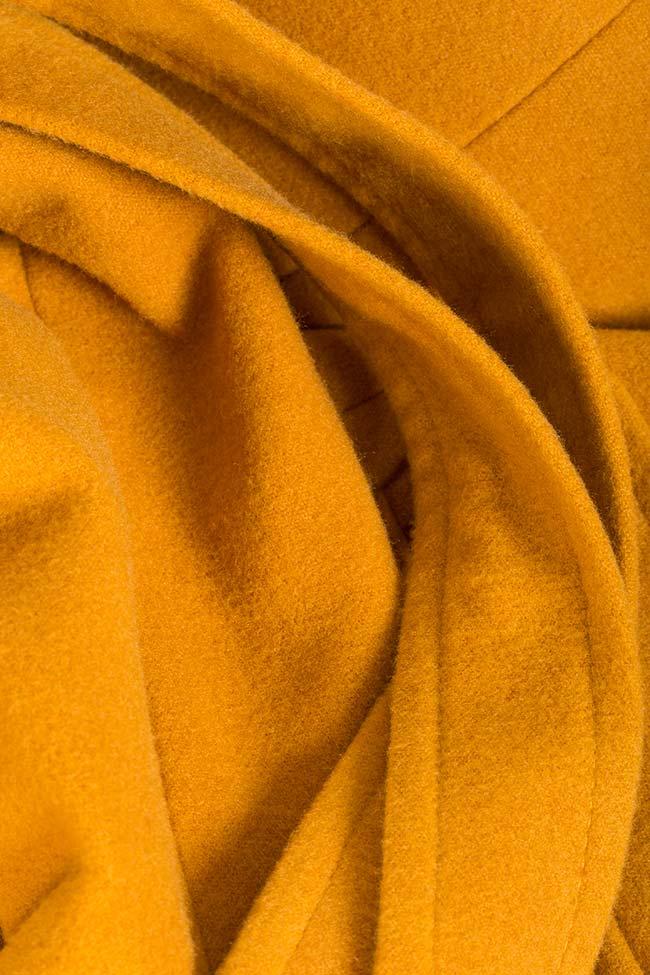 Manteau en étoffe avec cordon Mariana Ciceu image 4