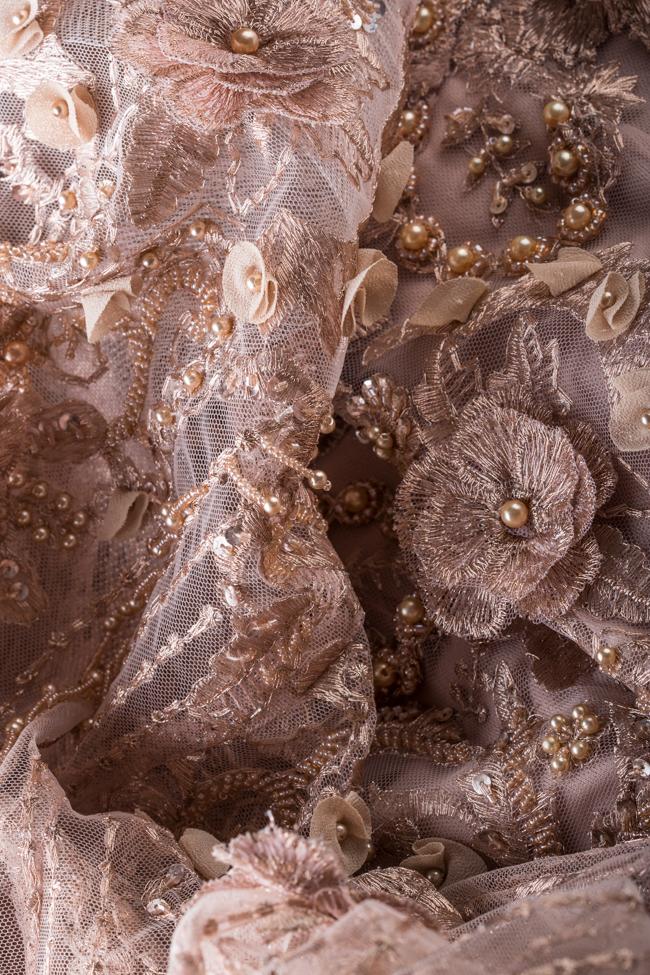 Robe en tulle avec des applications de dentelle florale Alfabeta image 4