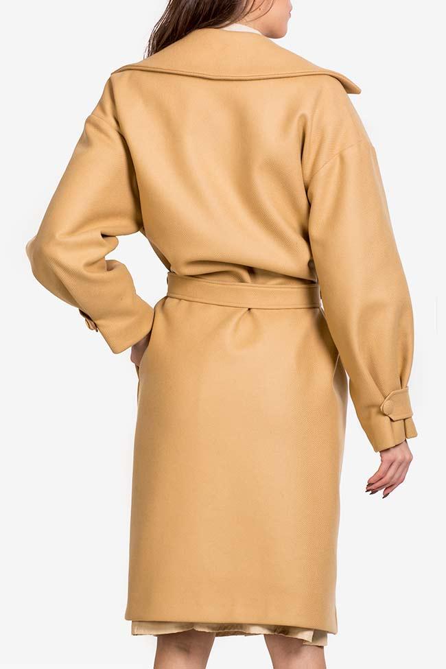 Palton din stofa de lana cu pliseuri Camel Carmina Cimpoeru imagine 2