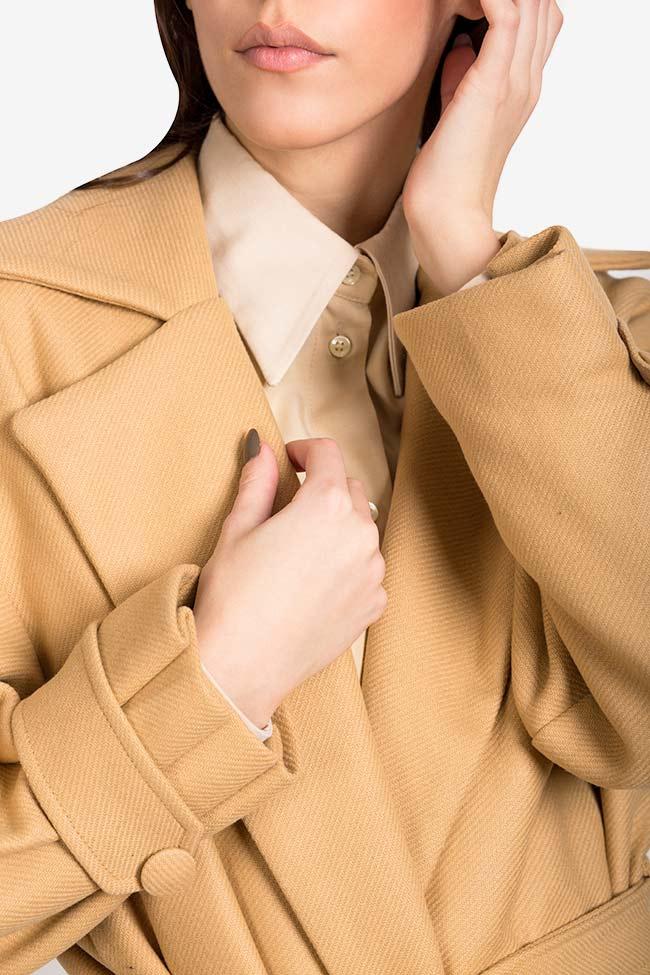 Palton din stofa de lana cu pliseuri Camel Carmina Cimpoeru imagine 3