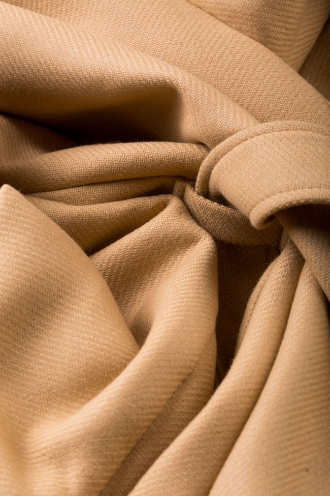 Palton din stofa de lana cu pliseuri Camel Carmina Cimpoeru imagine 4