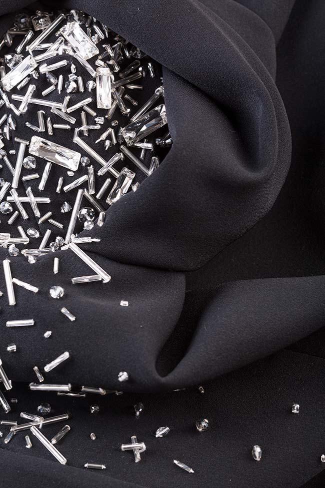 Rochie tip sacoul din crep cu aplicatii brodate manual Erika M Marquise imagine 4