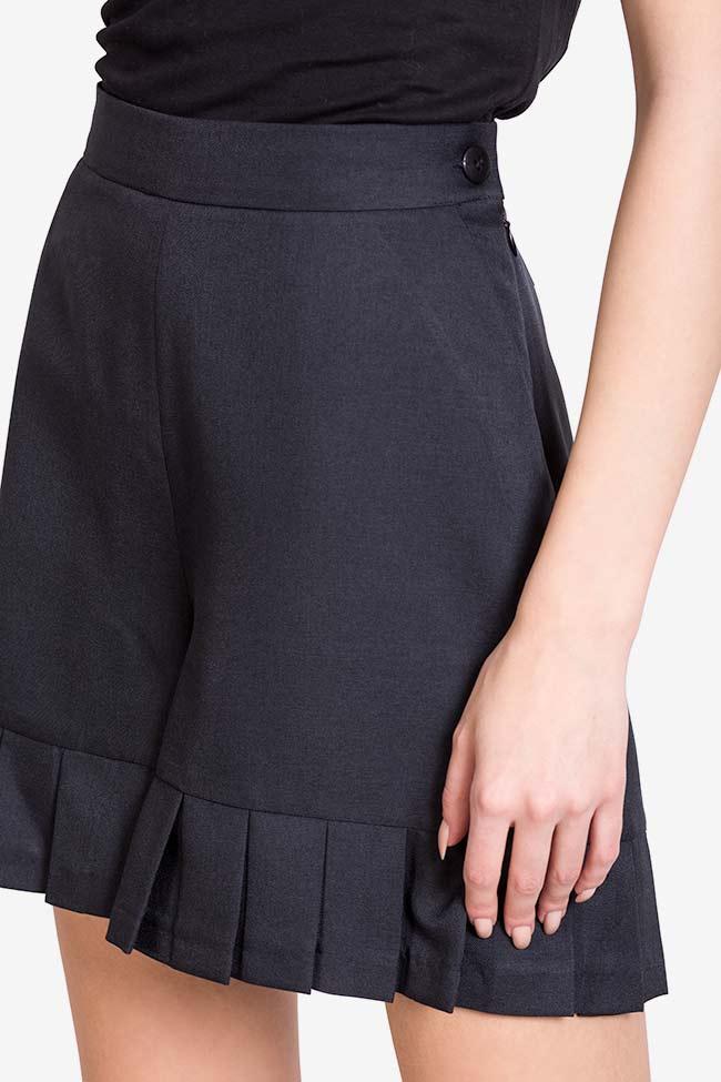 Pantaloni scurti din stofa din amestec de lana cu volane Lena Criveanu imagine 3