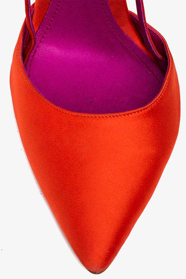 Chaussures à bout pointu en satin orange Ginissima image 3