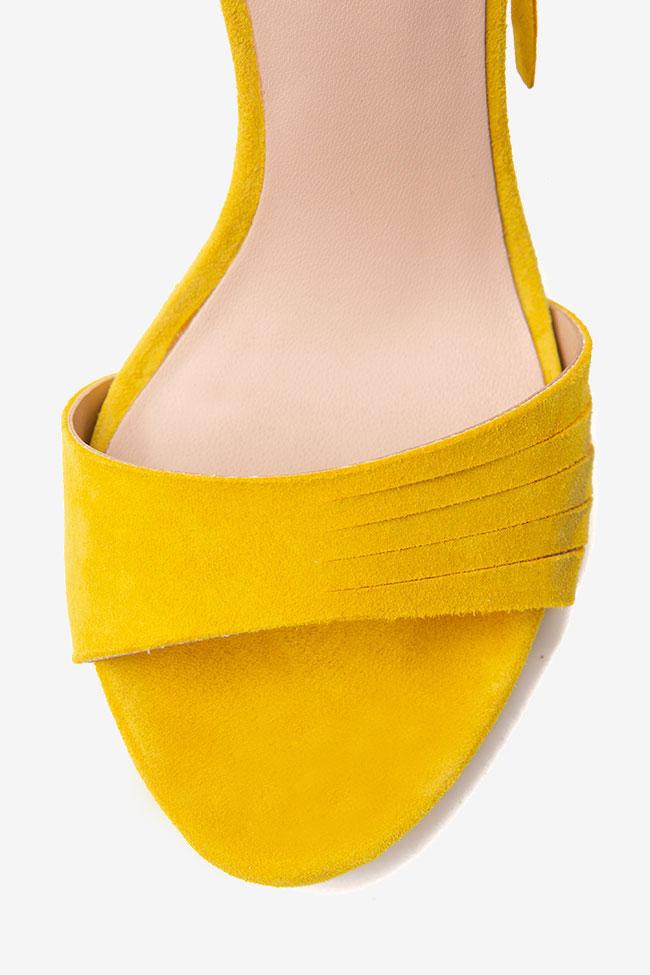 Sandale galbene din piele intoarsa Guess imagine 3