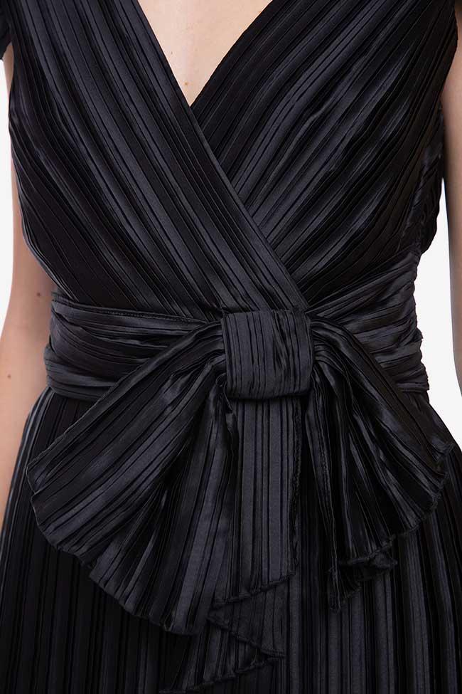 Rochie neagra cu pliseuri si funda mare Claudie Pierlot imagine 2
