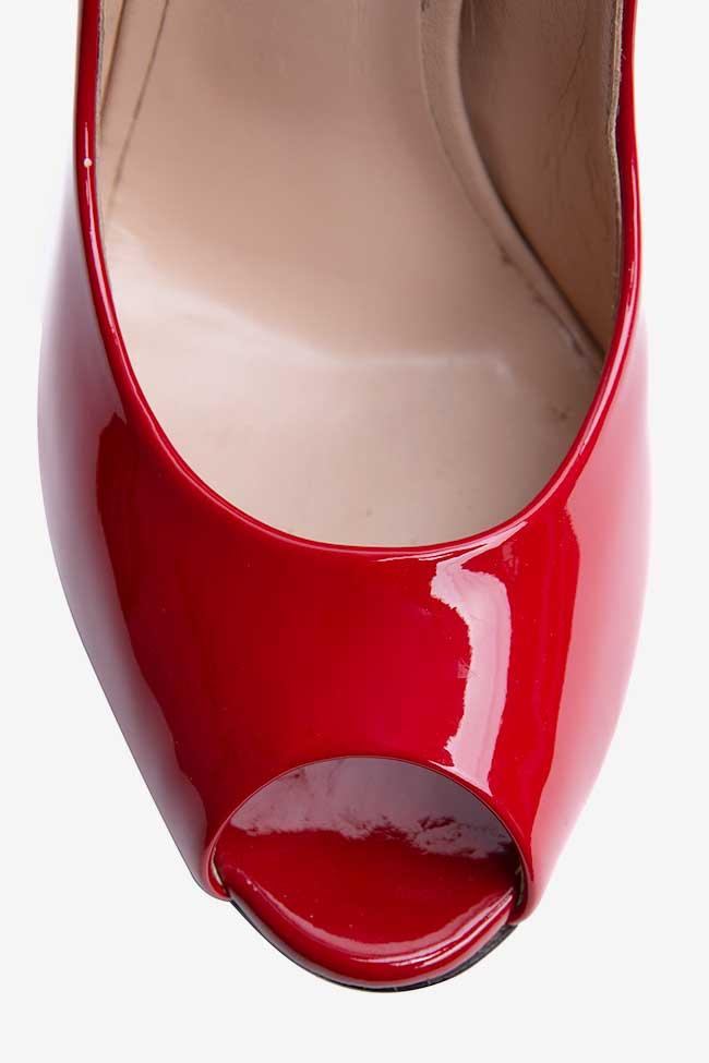 Pantofi rosii lacuiti cu platforma Casadei imagine 3