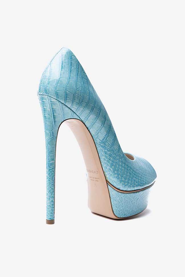Pantofi bleu cu print croco Casadei imagine 2
